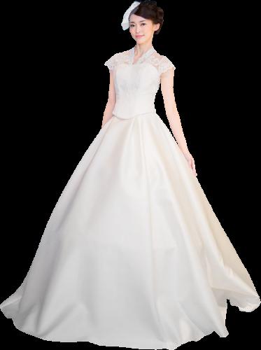 セパレートウェディングドレスを着た新婦モデル