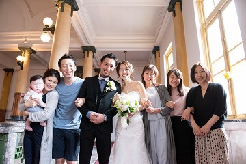家族の結婚集合写真