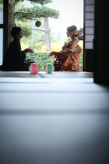 お茶室でお手玉遊び