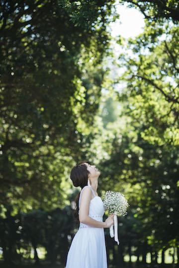 空を見上げる花嫁