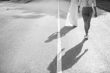 ドレスとタキシードの白黒フォト