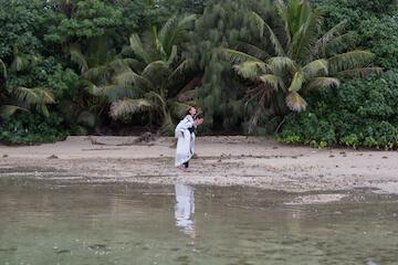 グアムの穴場スポットでおんぶして撮った結婚写真
