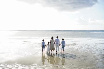 タモンビーチで撮った家族写真