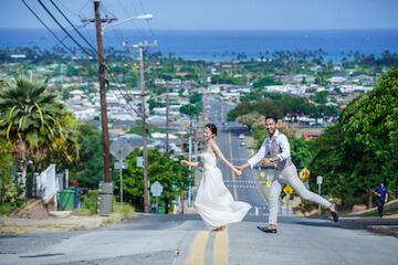 ウィルアミーアライズの絶景スポットを駆け抜ける新郎新婦