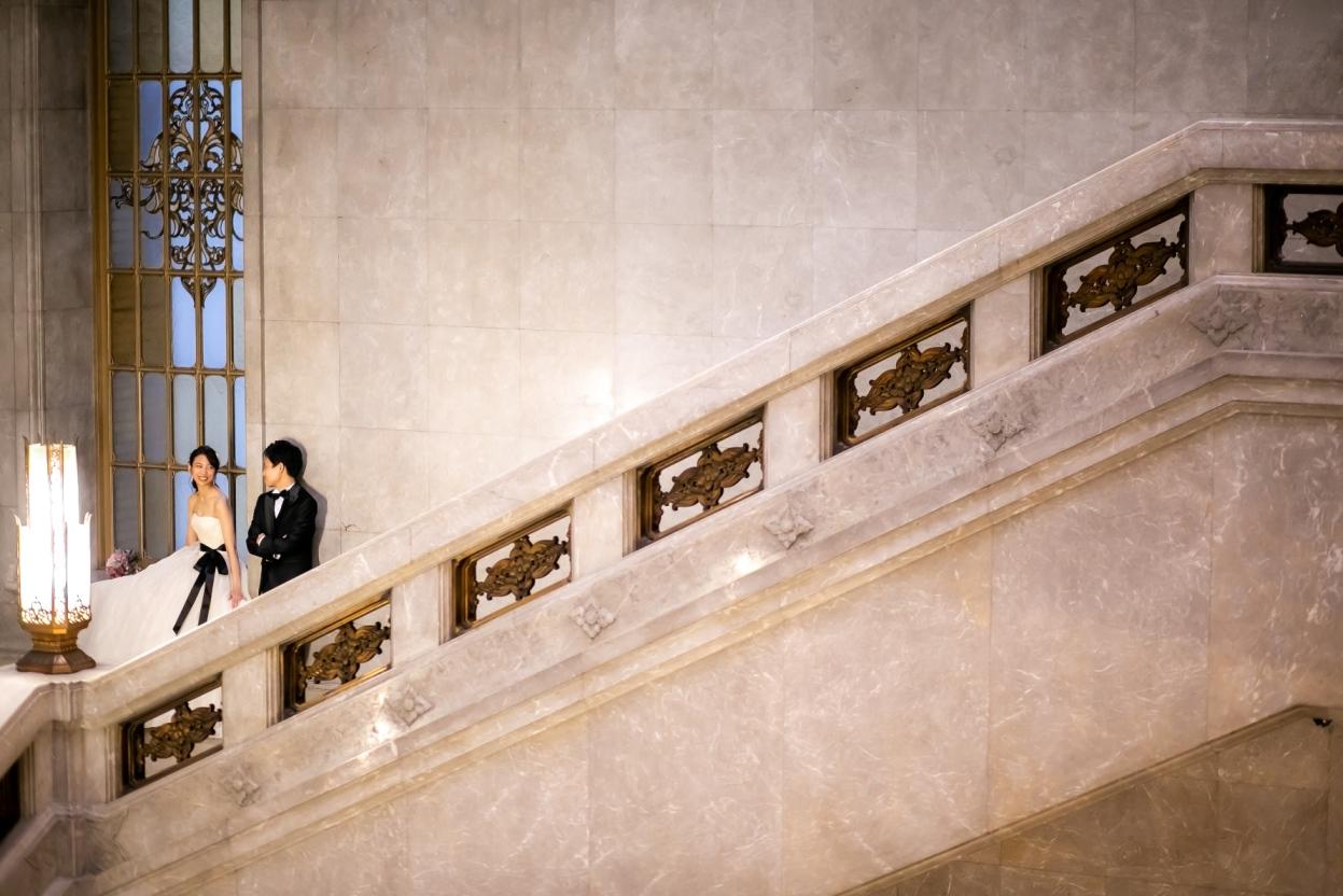 大階段で大人洋装前撮り撮影