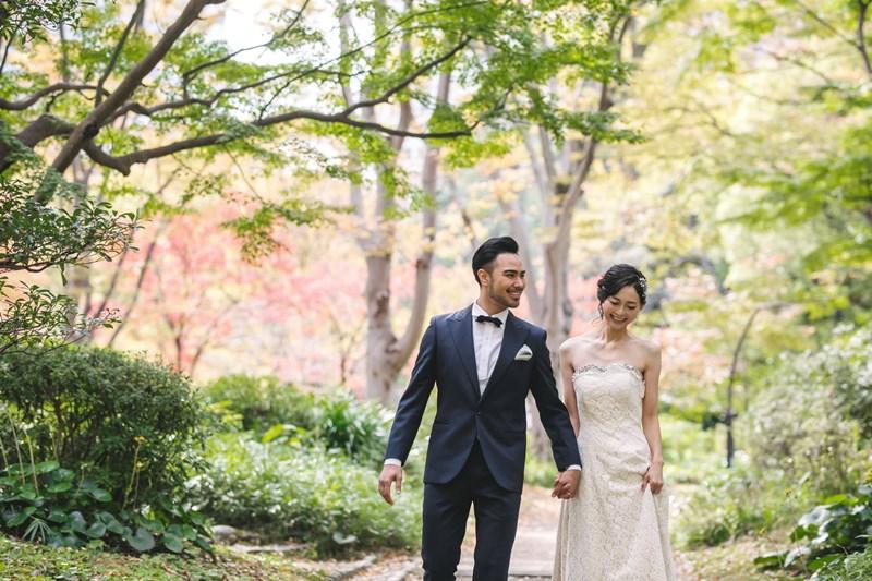 日比谷公園で洋装ロケーションを楽しむ夫婦