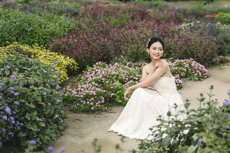 お花畑と花嫁さん